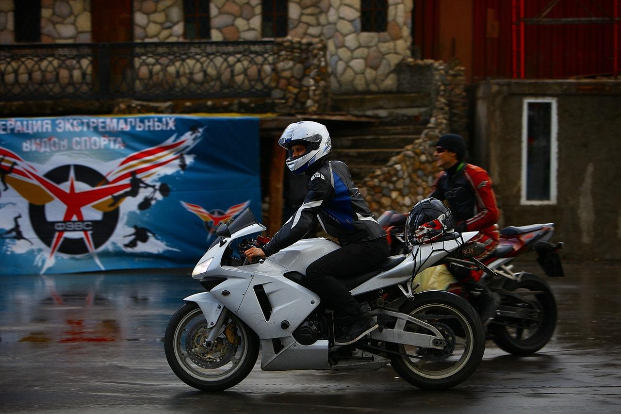 белый мотоцикл видео